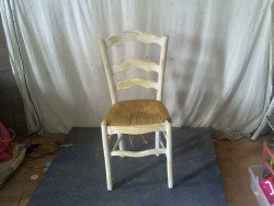 chaise patine blanche