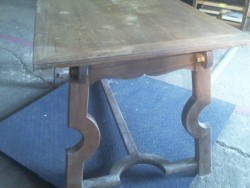TABLE PIED INCURVE