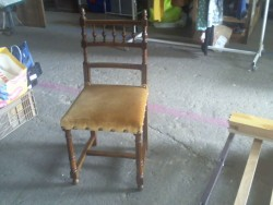 Chaise moutarde
